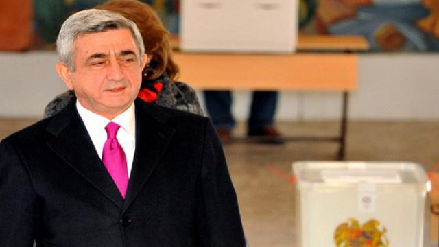 رئيس أرمينيا يقبل إستقالة الحكومة ويكلفها بتسيير الأعمال إلى حين تشكيل حكومة جديدة