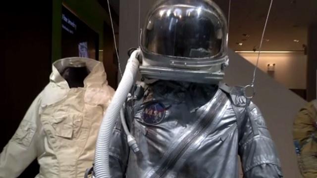 بالفيديو...الأغراض الشخصية لرواد فضاء رحلة