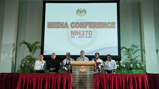 السلطات الماليزية تؤكد أنها لا تخفي معلومات عن طائرة البوينغ المفقودة