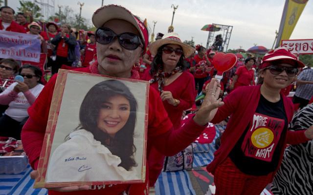 الآلاف يتظاهرون في العاصمة التايلاندية تأييدا لرئيسة الوزراء
