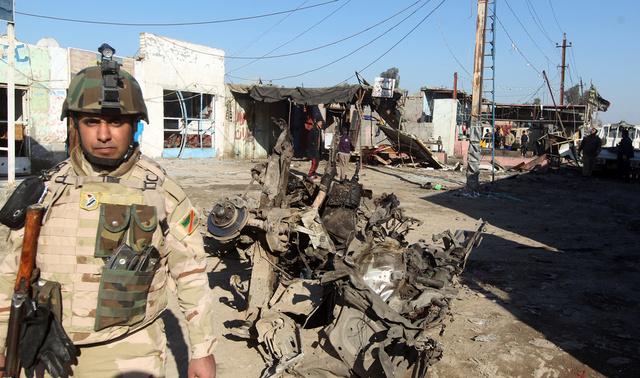 مقتل 15 جنديا عراقيا في تفجير واشتباكات غربي بغداد