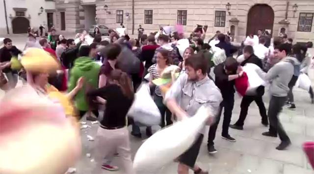 بالفيديو.. فعاليات اليوم العالمي لحرب الوسائد