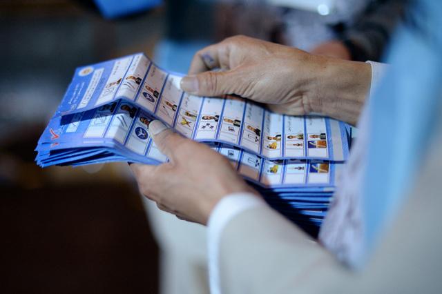 المرشحون الثلاثة الأوفر حظا لرئاسة أفغانستان يشْكون من أعمال تزوير