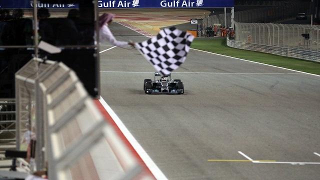 هاميلتون يتوج بطلا لجائزة البحرين الكبرى للفورمولا1
