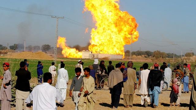 مسلحون يفجرون أنبوب غاز جنوب غرب باكستان