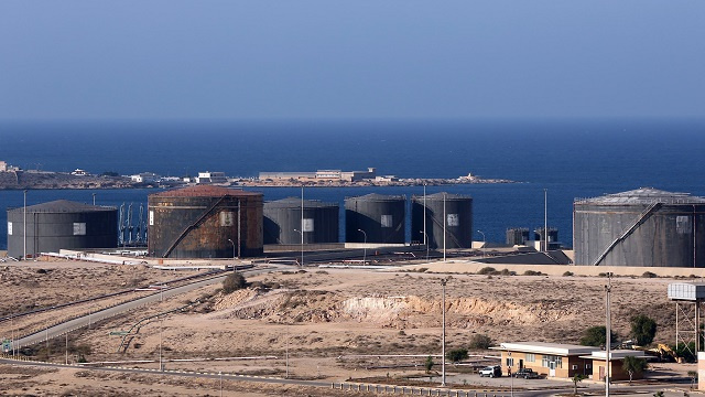 اتفاق لإعادة فتح ميناءين نفطيين شرق ليبيا