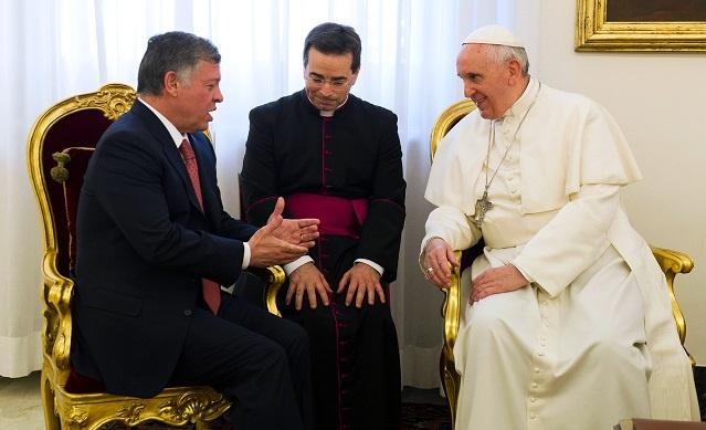 العاهل الأردني والبابا فرنسيس الأول يبحثان الملفين الفلسطيني والسوري