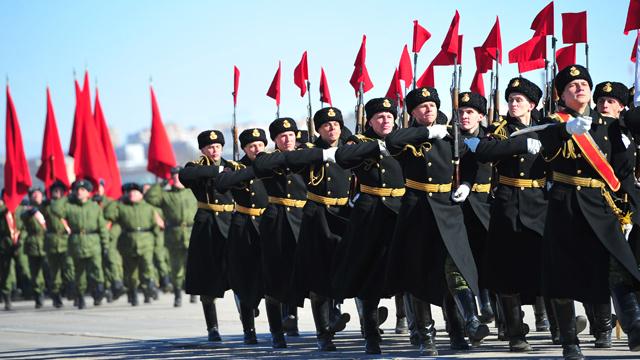التدرب على الاستعراض العسكري في ضواحي موسكو (فيديو)