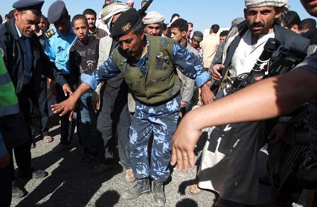 نجاة رئيس لجنة صياغة الدستور من محاولة اغتيال ومقتل اثنين من مرافقيه في صنعاء