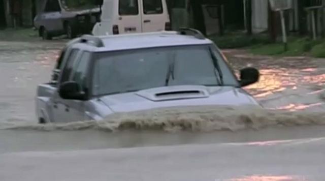 بالفيديو: الأمطار الغزيرة في الأرجنتين تفقد السكان منازلهم