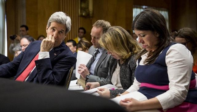 كيري: إيران قادرة على إنتاج المواد اللازمة لصنع قنبلة نووية خلال شهرين