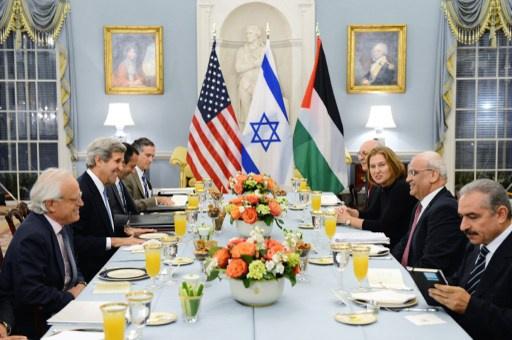 وسط التخبط الإسرائيلي تجاه المفاوضات كيري يتهم تل أبيب بعرقلتها