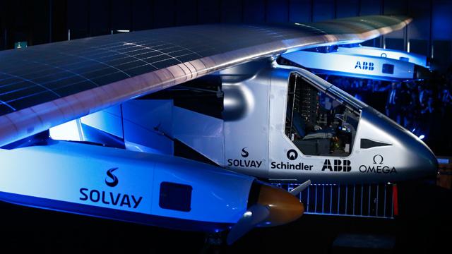 طائرة بخلايا شمسية تحلق حول العالم