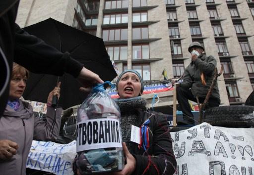 نشطاء دونيتسك يحضرون للاستفتاء على الاستقلال
