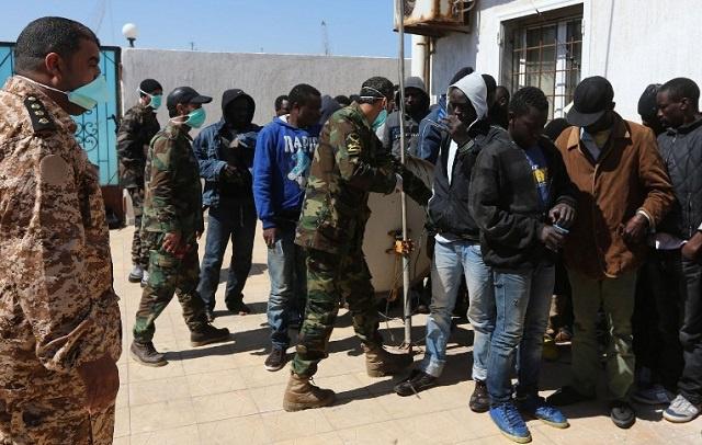 السلطات الليبية تحتجز أكثر من 400 مهاجر إفريقي لا شرعي متجه إلى أوروبا