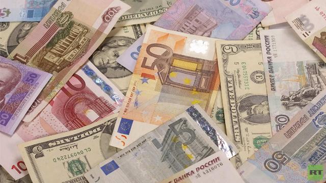تراجع سعر صرف العملة الأوكرانية إلى مستويات قياسية