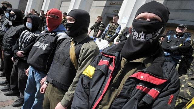 المتشددون الأوكرانيون يغلقون مكتب الحزب الشيوعي في مدينة روفنو