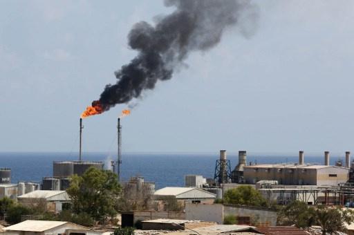 ليبيا.. محتجون يغلقون مصفاة الزاوية