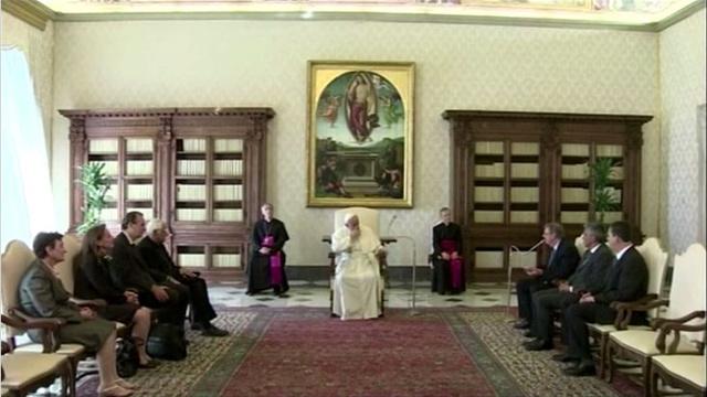 بابا الفاتيكان يطلب