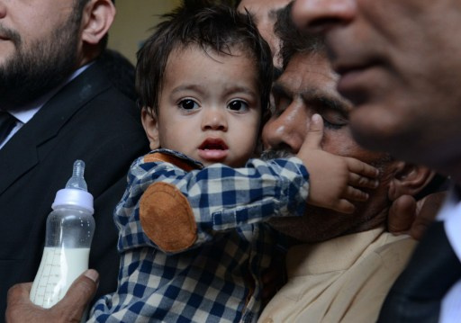 اسقاط تهمة الشروع في القتل موجهة لرضيع باكستاني (فيديو)