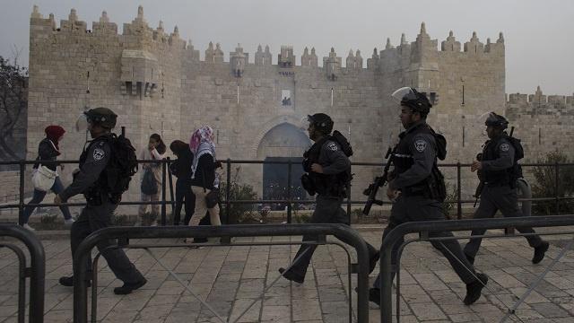 إصابات باقتحام القوات الإسرائيلية الخاصة لمسجد الأقصى
