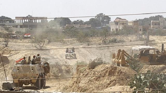 مراسلنا: مقتل 3 تكفيريين وتدمير 8 أنفاق في شمال سيناء بمصر