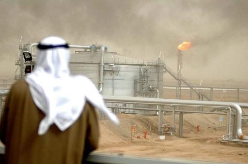 الكويت.. توقيع 3 عقود نفطية بقيمة 12 مليار دولار