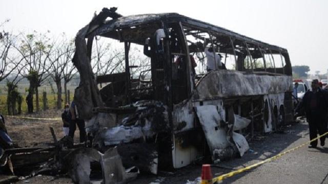 مقتل 36 راكبا في حادث اصطدام حافلة بشاحنة شرقي المكسيك