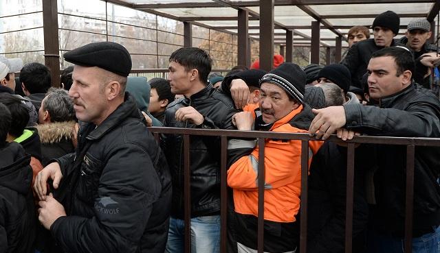 مهاجرون في روسيا يريدون الالتحاق بالخدمة العسكرية من أجل حماية أمن البلاد