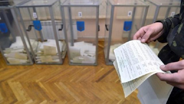 مرشح للرئاسة في أوكرانيا يدعو إلى تأجيل الانتخابات للخريف