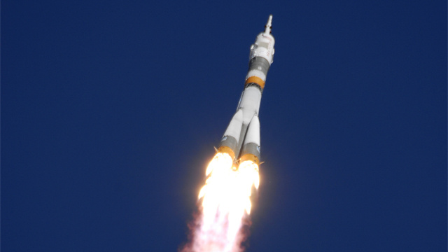 روسيا تطلق صاروخا الى الفضاء يحمل قمرا اصطناعيا للأغراض العسكرية