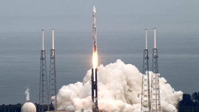 الولايات المتحدة تطلق الى الفضاء قمرا للتجسس