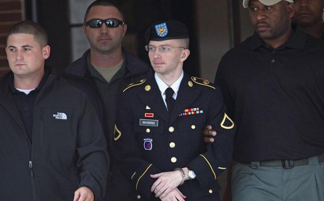 الجيش الأمريكي يرفض العفو عن مانينغ