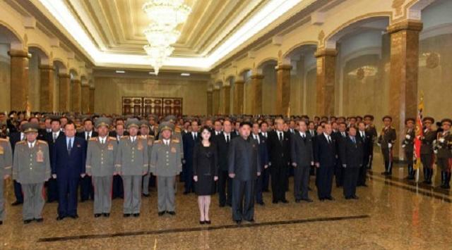 زعيم كوريا الشمالية يزور مرقد جده بمناسبة عيد ميلاده الـ 102