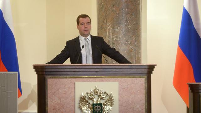 مدفيديف: مصاعب الاقتصاد مرتبطة بمحاولات لدفع روسيا إلى أزمة مصطنعة