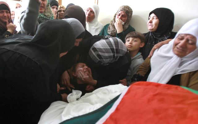 وفاة فلسطينية بالضفة الغربية إثر استنشاقها للغاز المسيل للدموع