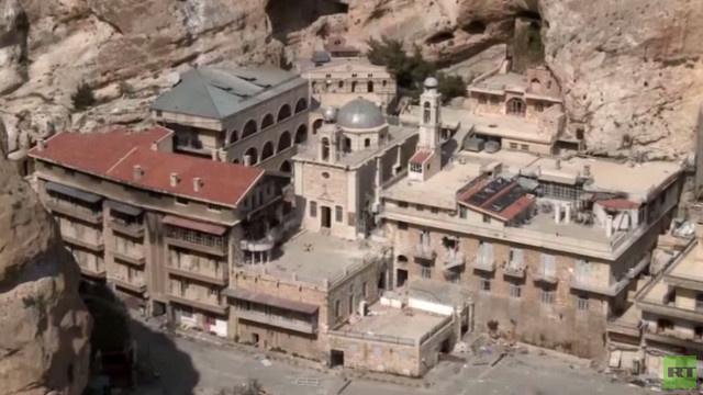 آثار الدمار والقتال بين الجيش السوري والمعارضة المسلحة في معلولا