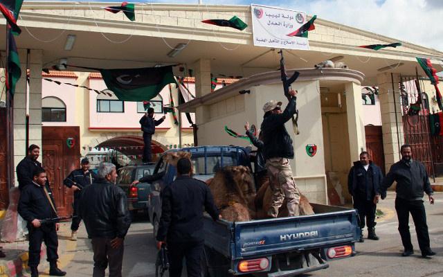 هروب حارسة السفارة الأمريكية في ليبيا من مختطفيها