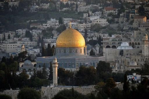 مراسلة RT: قوات إسرائيلية تنسحب من باحات المسجد الأقصى بعد مواجهات عنيفة