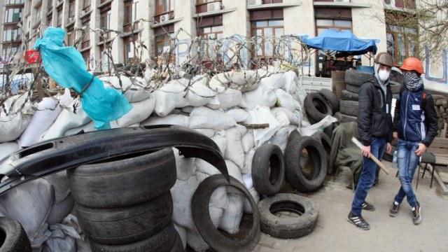 المحتجون يسيطرون على المباني الإدارية في 8 مدن بمقاطعة دونيتسك شرق أوكرانيا