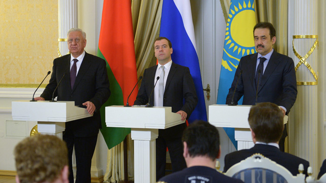 مدفيديف: كييف وفرت أكثر من 100 مليار دولار من تخفيضات أسعار الغاز الروسي
