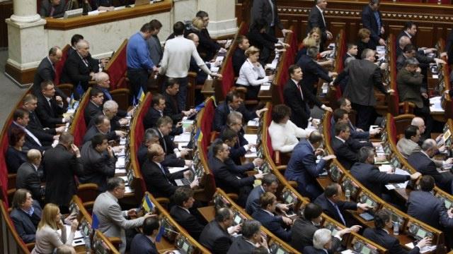 وزير الدفاع الأوكراني المعين من قبل البرلمان يعارض فرض حالة الطوارئ في شرق البلاد