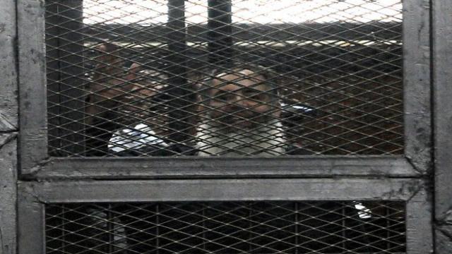 القضاء المصري يحكم بسجن صلاح أبو إسماعيل 7 سنوات ويؤجل محاكمة مرسي إلى 22 أبريل