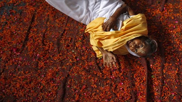 سيدة هندية تموت فرحا بلقاء شقيقها