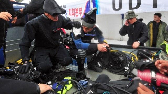 ارتفاع عدد الضحايا بغرق العبارة الكورية إلى 28 شخصا و268 في عداد المفقودين