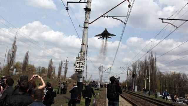 المحتجون في كراماتورسك يستولون على مبنى التلفزيون من جديد ويعيدون بث القنوات الروسية