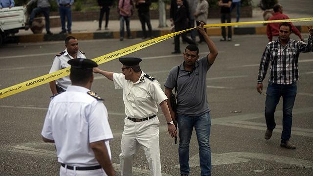 مقتل ضابط شرطة بانفجار قنبلة في ميدان لبنان بالقاهرة (فيديو)