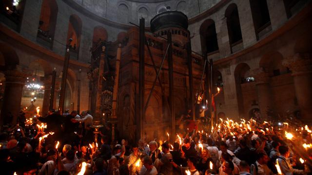 استقبال النور المقدس في كنيسة القيامة بالقدس