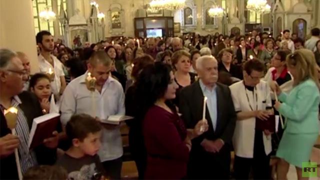 بالفيديو.. مئات المسيحيين يحضرون قداس العيد في دمشق