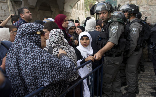 الشرطة الإسرائيلية تعتقل 16 فلسطينيا في الحرم القدسي